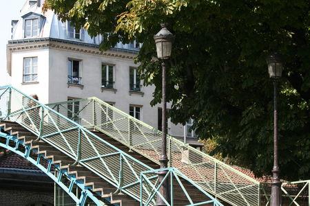 Quai de valmy d couvrir paris autrement the parisienne - Restaurant quai de valmy ...