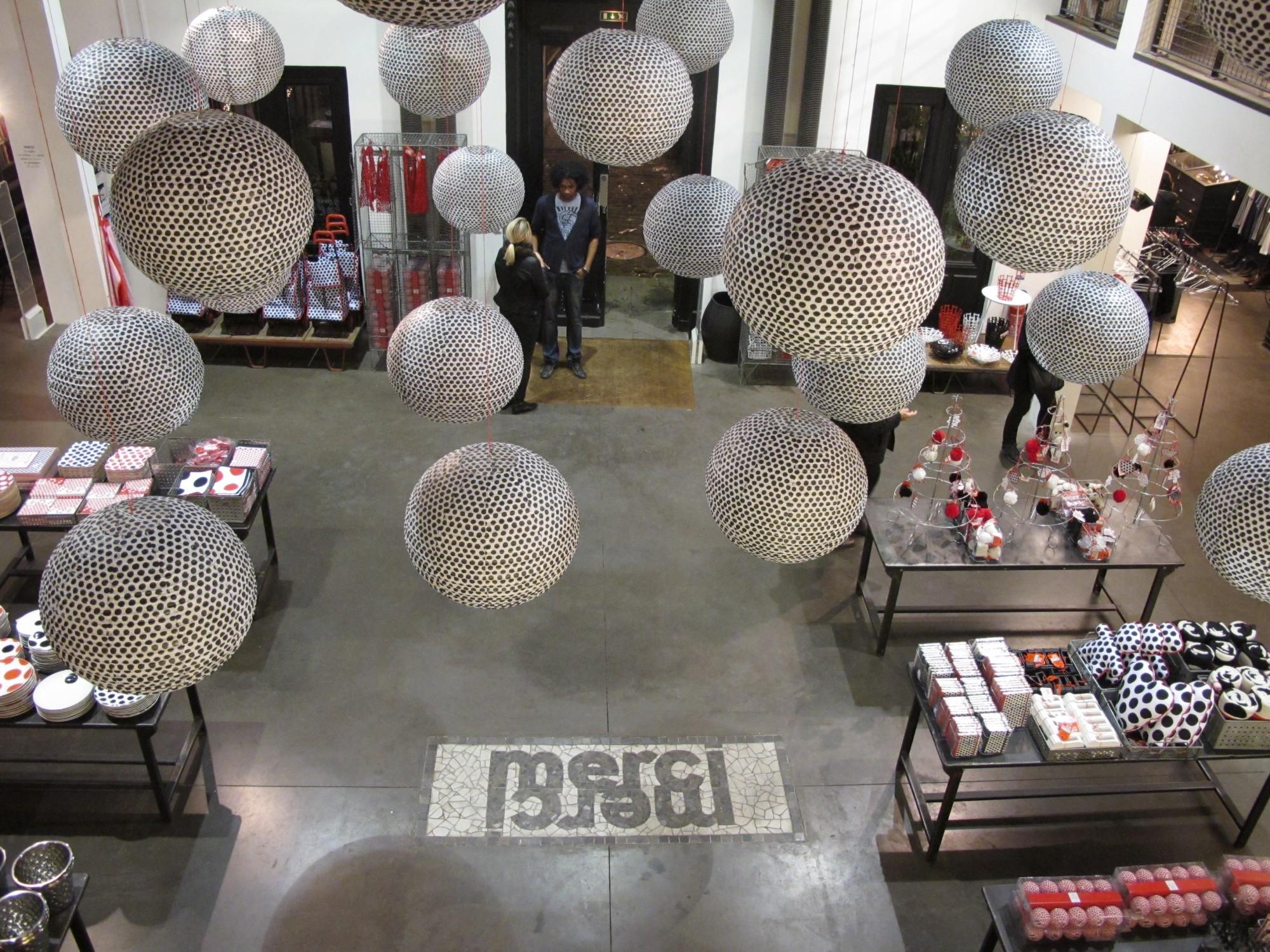 paola navone pour monoprix s 39 expose chez merci concept. Black Bedroom Furniture Sets. Home Design Ideas