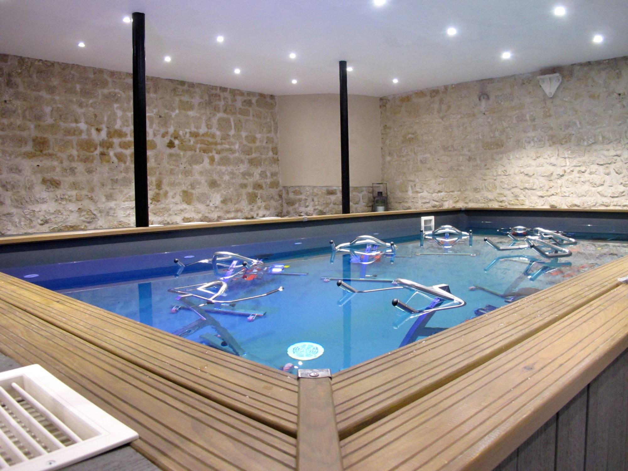 Atelier mood l 39 aquabiking l 39 honneur the parisienne for Piscine xveme