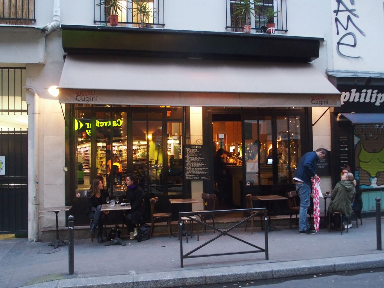 Piccoli cugini rue des vinaigriers the parisienne - Restaurant rue des vinaigriers ...